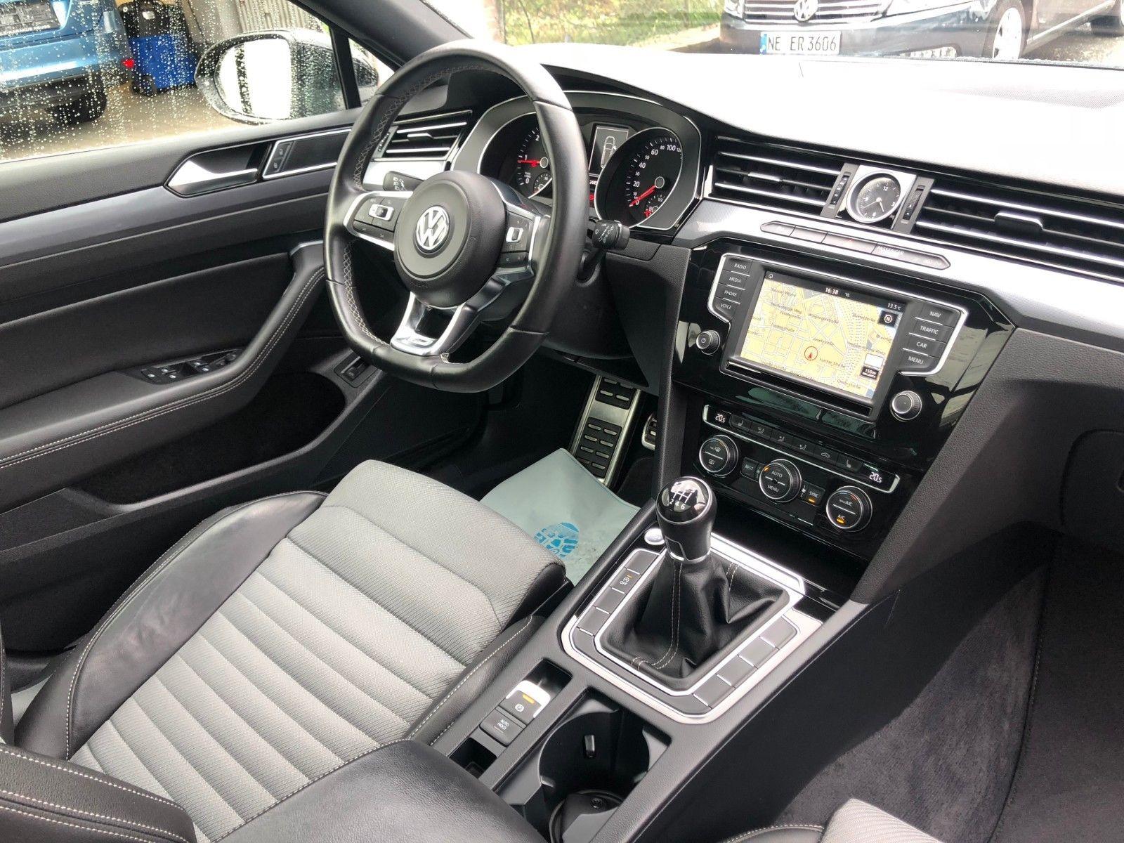Volkswagen Passat Variant 2.0 TDI R-Line Interieur*Pano*LED - Deine ...