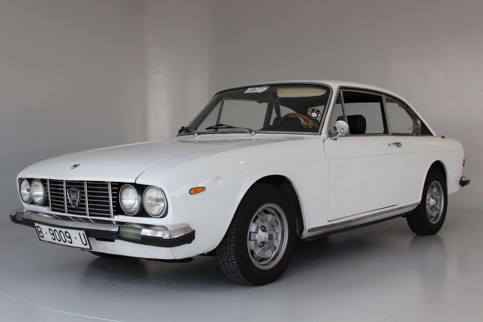 lancia flavia 2000 coup 1 hand deine autob rse finde dein auto. Black Bedroom Furniture Sets. Home Design Ideas