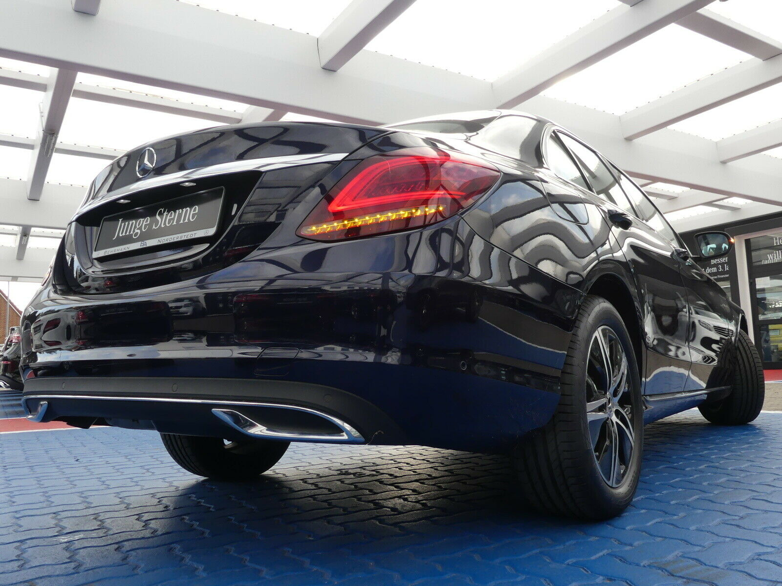 MERCEDES-BENZ C 180 Avantgarde +Panorama+R-Kamera+LED+EURO 6d+