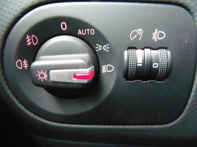 Seat Leon Style Ecomotive 1.2 TSI Multif.Lenkrad Knie