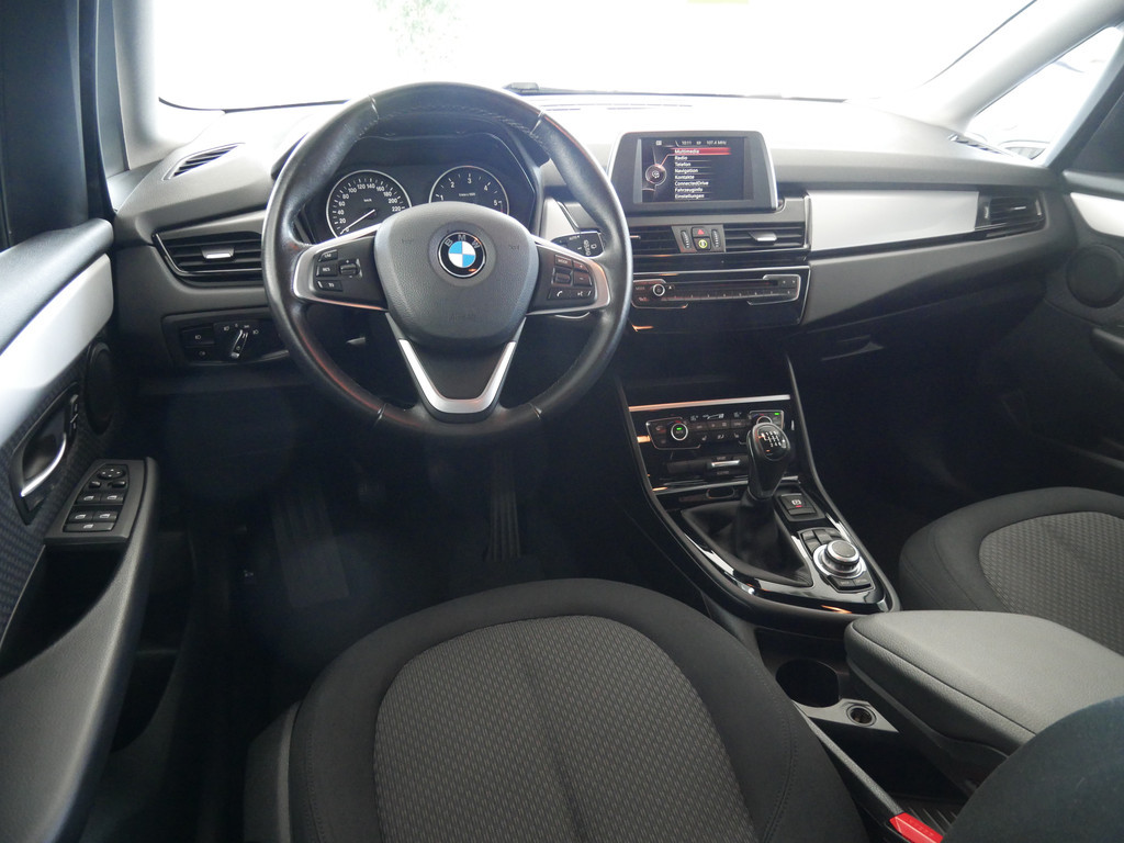 BMW 218 Active Tourer Business PDC SHZ NAVI LED EU6