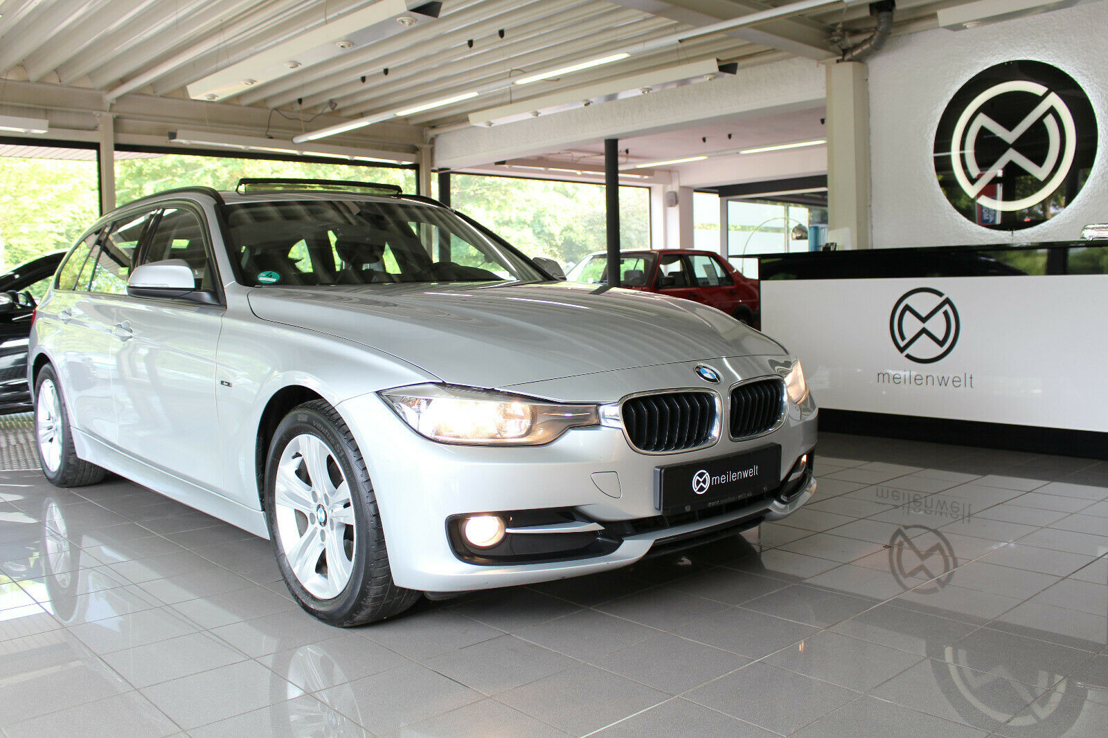 BMW 320d Touring Navi PDC Panorama SHZ Business AUX