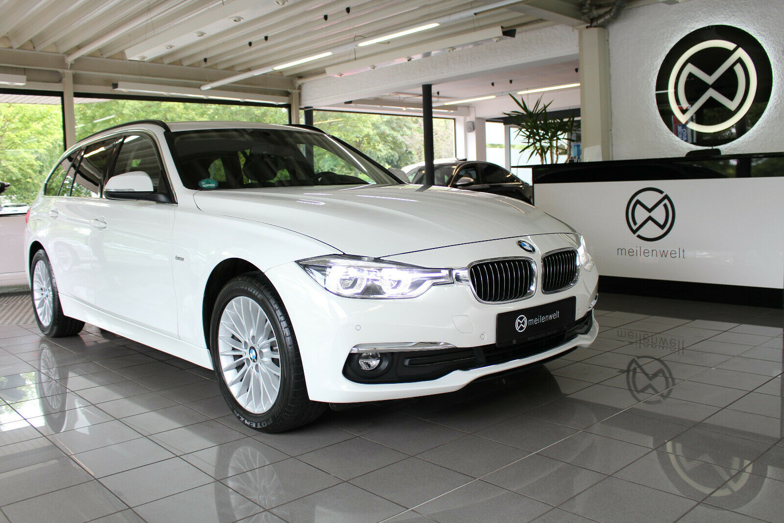 BMW 320d Touring xDrive Luxury Line Driving Assista.