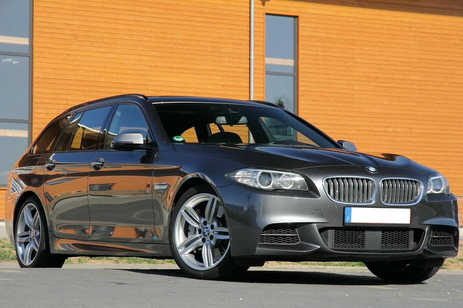 BMW M550d xDrive HeadUp Cam Assist Pano 4xKlima Voll