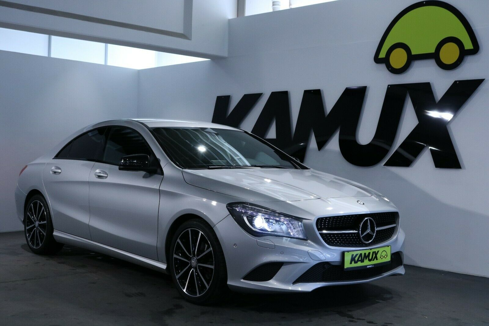 MERCEDES-BENZ CLA 200 Urban +Xenon+Navi+PDC+Night Paket