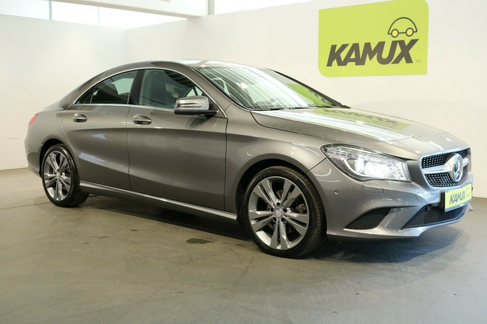 MERCEDES-BENZ CLA220 CDI  7G-DCT +Xenon+Navi +Distronic Plus+