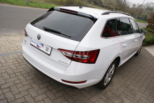 SKODA Superb Combi 2.0 TDI Ambition BusinessNaviXenon