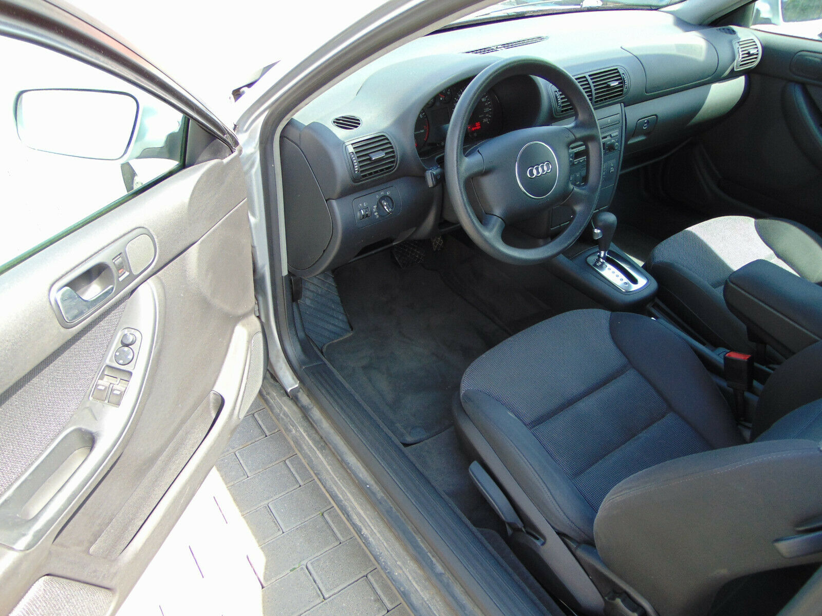 AUDI A3 1.6 Attraction 1. Hand